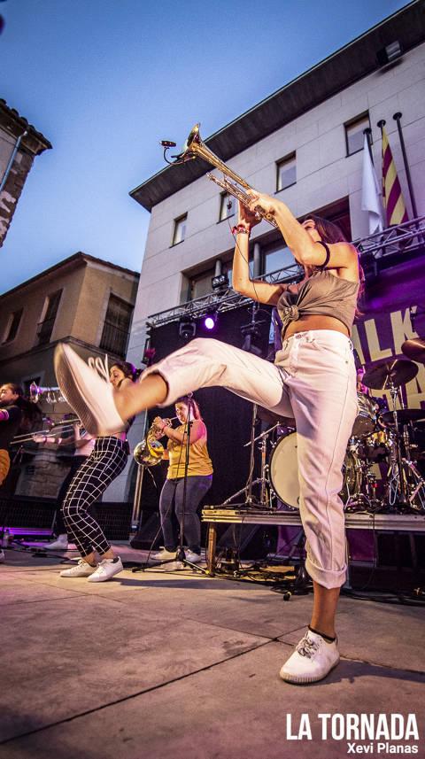 Balkan Paradise Orchestra a la Plaça Major pel Clownia