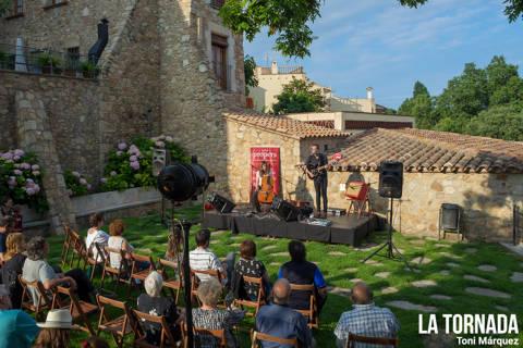 Estúpida Erikah a Castell d'Aro. Festival Propers